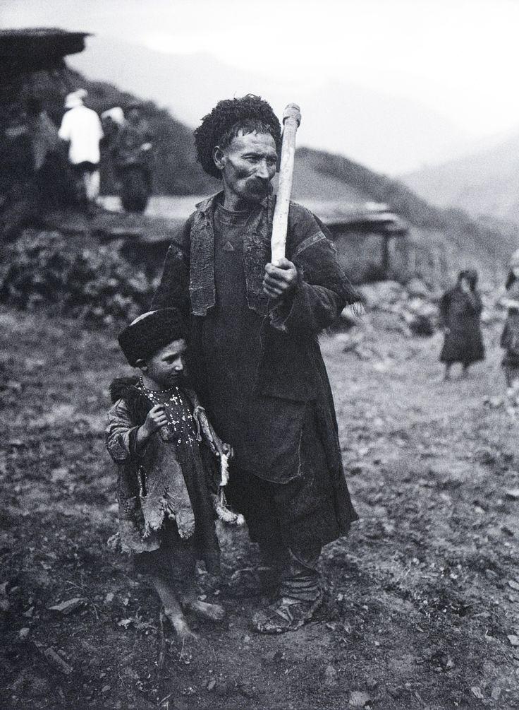 Arkady Shaikhet / Аркадий Шайхет. Горный аул. Горец с сыном  1929 г.