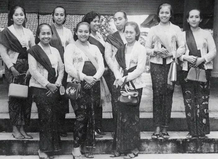 Sejarah Kebaya Kutubaru, Kebaya Klasik Indonesia