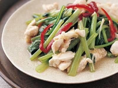 小松菜と鶏肉の塩炒(いた)め あっさり塩味でいためた小松菜は、びっくりするほどたくさん食べられるおいしさです。