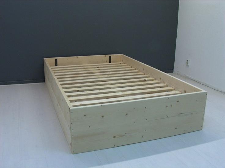 Bed van steigerhout met planken op zijn kant (6320121914)