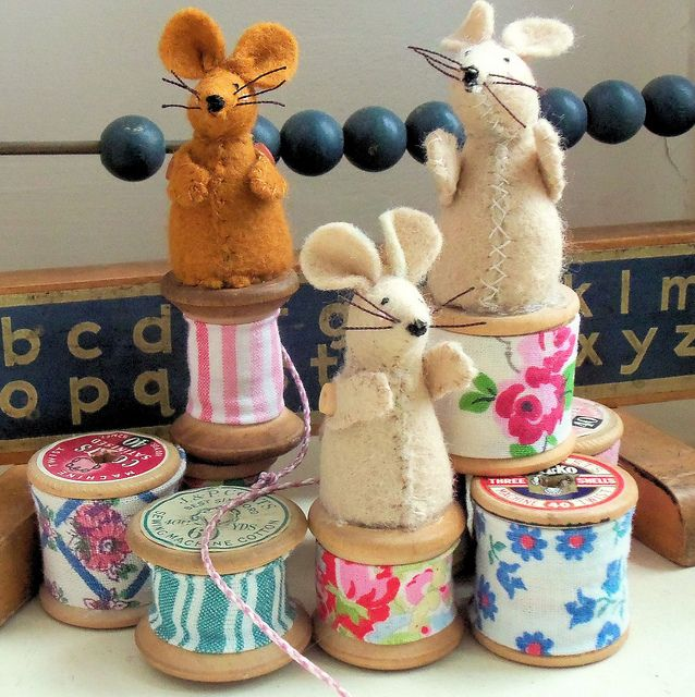 Cotton Spool Mice by Bustle & Sew, via Flickr