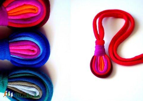 LOOG - medálos textilnyaklánc piros/lila S/S2015 (cirrhopp) - Meska.hu