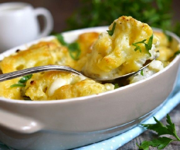 http://www.mindmegette.hu/Ki ne ismerné a szűkös, hóvégi napokat, amikor kevés pénzből kell okosan gazdálkodni? Szerencsére olcsó alapanyagokból is készülhet kiadós és ízletes étel: ilyenkor előtérbe kerül a krumpli és a tészta, illetve a sonkás, karfiolos, tojásos egytálételek. Íme 12 pénztárcakímélő, csőben sült fogás.