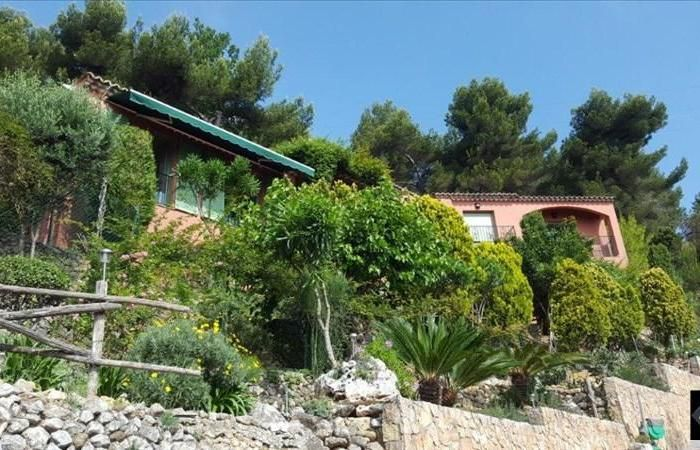 Vente Maison de Maître à Roquebrune Cap Martin (225m2 sur un terrain complanté en restantes de 5000m2) par notre partenaire Arthurimmeo.com - Agence des Beaux Arts + d'infos sur notre site http://www.evidence-immobiliere.com/immobilier/vente/maison-de-maitre/roquebrune%20cap%20martin/annonce_14122785/