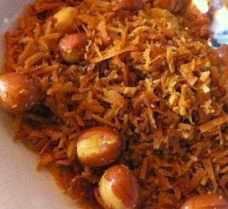 Wereld-Recepten: Serundeng; Indonesisch recept van gebakken geraspte kokos met pinda's voor bij de rijsttafel