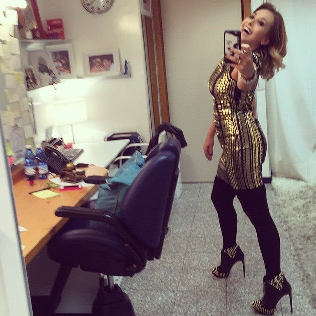 #BarbaraDUrso Barbara D'Urso: Pronta per uscire!! #camerino #cologno #Mediaset #buonaserata #venerdì #instagood #instamood #divertimento #pictoftheday #selfie