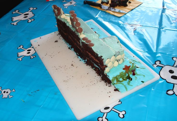 More of that shark cake - this time in tribute to Damien Hirst.