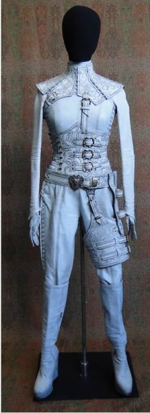 Denna's White Mord'Sith outfit (Legend of the Seeker)