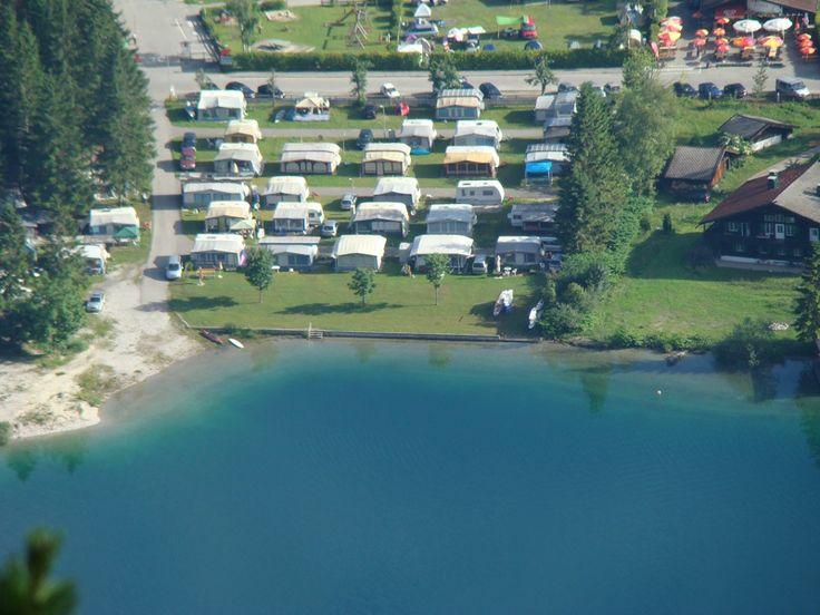 ZUGSPITZARENA, PLANSEE, Campingplatz Sennalpe - Komfort Camping Plansee, 25,-euro, toerplaatsen:200 (80 - 100m2). Goed bereikbare vlakke camping met weinig beplanting aan stuwmeer (Plansee) met goede duikmogelijkheden