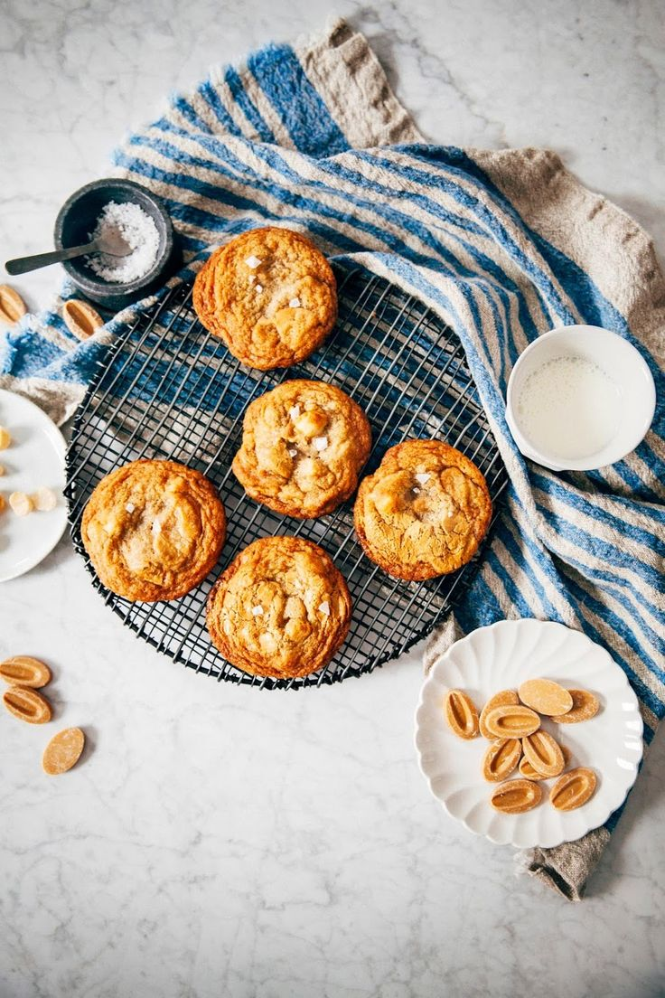 dulcey white chocolate macadamia cookies - hummingbird high || a desserts and baking blog