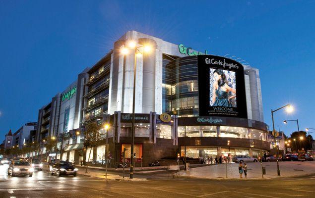 El Corte Inglés: zählt zu den größten Warenhausketten in ganz Europa, in Lissabon ist es mit Abstand das größte Kaufhaus dieser Art. Es befindet sich hinter dem Platz Marquês de Pombal an der Avenida António Augusto de Aguiar.