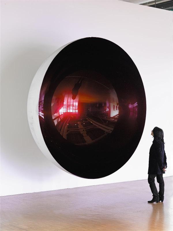 """""""Untitled"""" (2008) sculpture d'Anish Kapoor (artiste né à Bombay et vivant à Londres) au Centre Pompidou à Paris"""