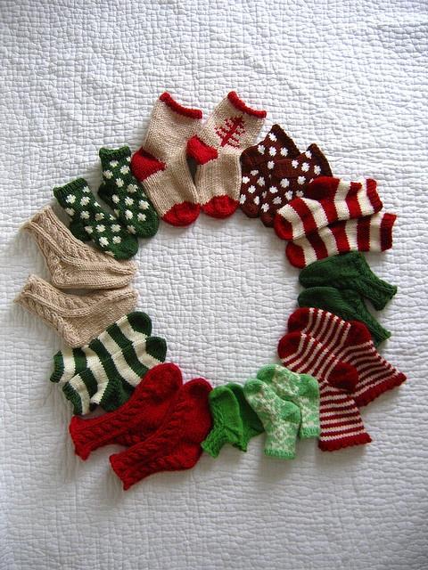 Baby Sock Advent Calendar Wreath as seen at http://www.annypurls.blogspot.com