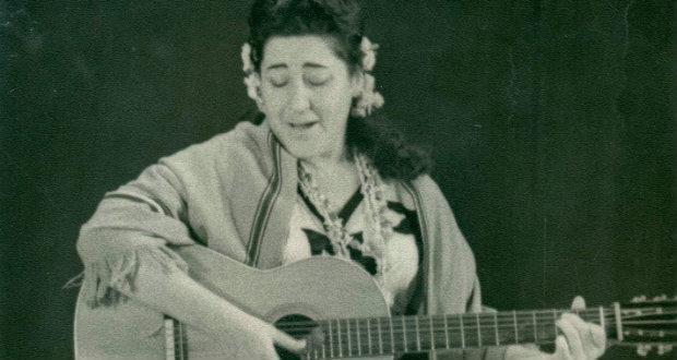 De la mano de Margot Loyola: Un recorrido por el paisaje cultural de Chile http://radio.uchile.cl/2014/11/03/de-la-mano-de-margot-loyola-un-recorrido-por-el-paisaje-cultural-de-chile… vía @uchileradio