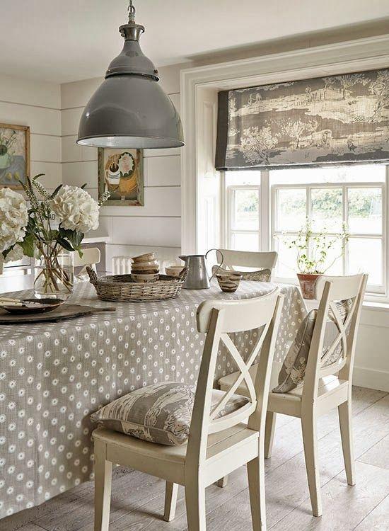 Vicky's Home: Colección de Vanessa Arbuthnott / Vanessa Arbuthnott Collection.       Polka dot tablecloth!