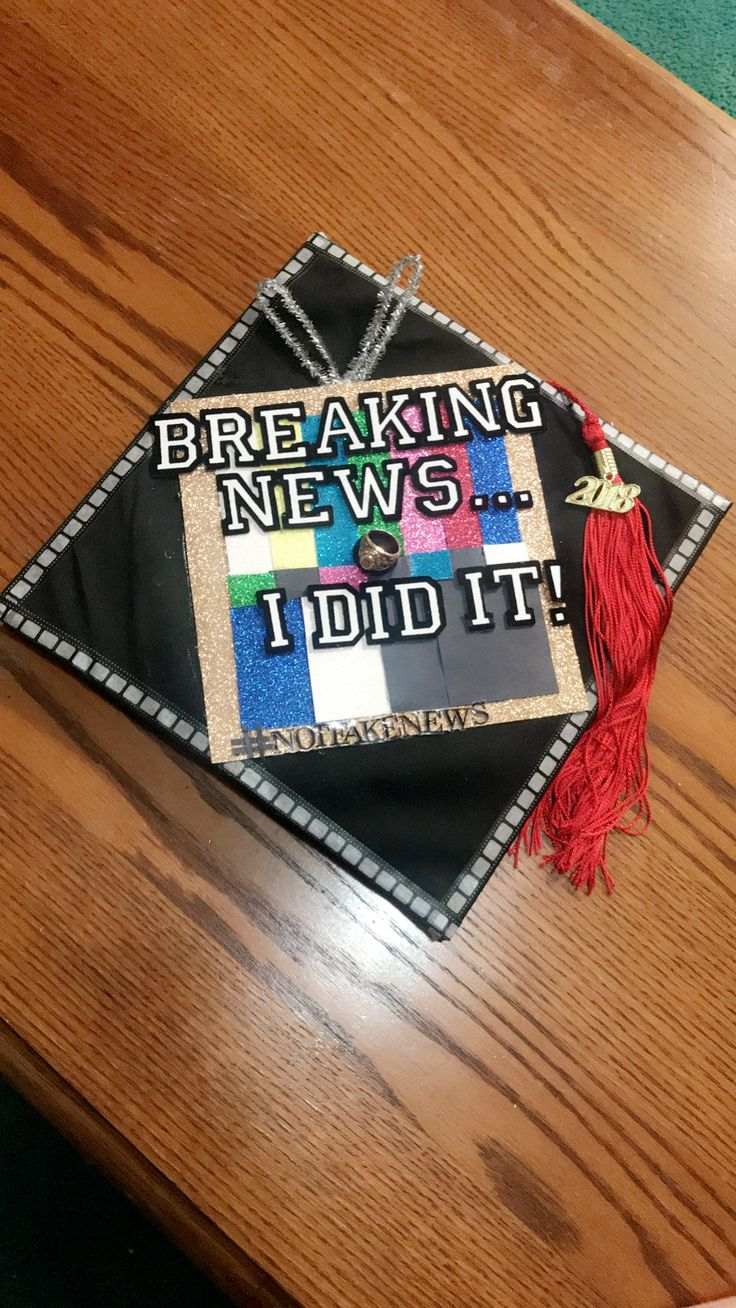 I made my sister's graduation cap, she is a journalist. #notfakenews