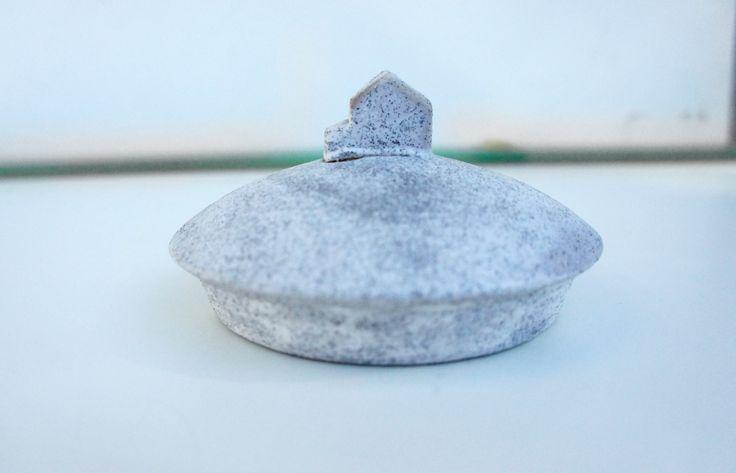 urn's lid