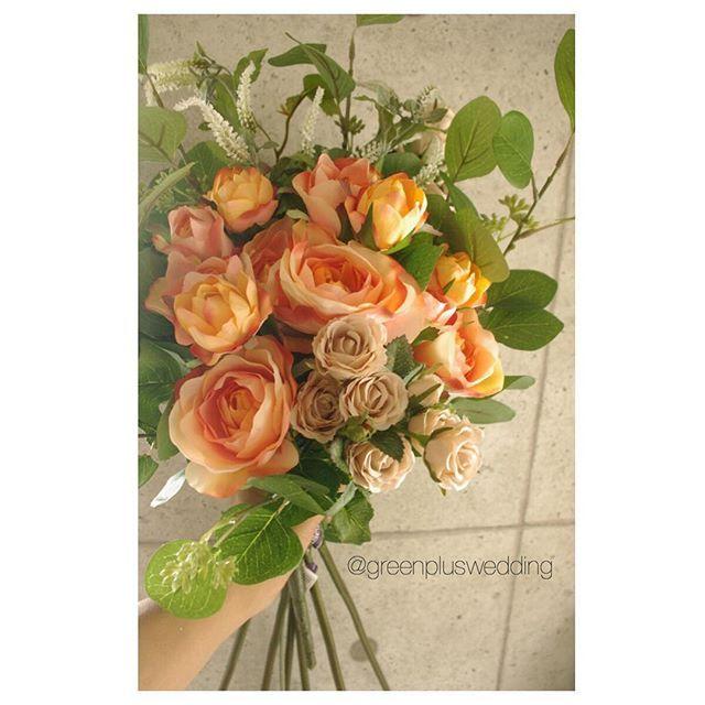 8月お届けブーケの準備中  現在の最短納期は9月20日頃になります#大人オレンジ#ベージュ#ユーカリ  #greenplus#artflower#artflowerwedding#artflowerbouquet#造花#アートフラワー#wedding bouquet#ウェディングブーケ#bouquet#ブーケ#ヘッドパーツ#花飾り#ブライダルヘアー#ヘアメイク#海外挙式#国内挙式#結婚式#前撮り#後撮り#レセプションパーティー#フォトウェディング#フォトツアー#リゾートウェディング#hawaiiwedding#ハワイウェディング#グアムウェディング#バリウェディング