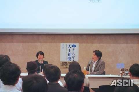 気鋭の教育者として知られる品川女子学院の漆紫穂子校長(左)。右は「よくわかる人工知能」著者の清水亮氏。「よくわかる人工知能」発売記念セミナーにて。  東ロボくんという人工知能は、東大受験目指してるんですけど、今、偏差値57です。   大半の日本人はAIに負けてる、偏差値というレベルでは。しかもこれは深層学習使ってないんですね。深層学習を使ったら、そのうち東大に本当に入っちゃうでしょう。そうすると東大生の価値もなくなるわけです。だから東大生ばかりが研究してる東ロボくんは、進路変更したんでしょうね。自分たちの価値がなくなっちゃうことを自分たちで証明しちゃうことになるので。