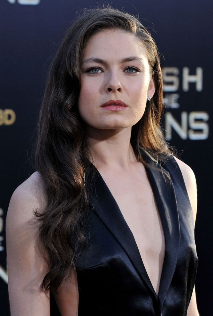 Hot and sexy actress Alexa Davalos