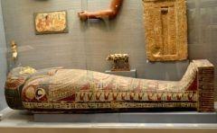 東京の渋谷には古代エジプト美術館という少しシュールな博物館があるんですよ 渋谷ハチ公前のスクランブル交差点を井の頭通り沿いにまっすぐ進むとあります わざわざ大きな博物館にいかなくても古代エジプトの遺物が多く展示されているからエジプト文明に詳しくなれますよ 考古学に興味がある人にはおすすめのスポットです ただし土日しか開いていないので気をつけてくださいね tags[東京都]