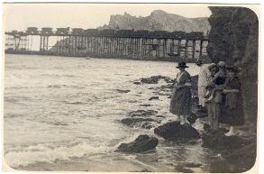 Luis Siret y su familia en la playa de Almería (cerca del cargadero de mineral). Principios del siglo XX aprox.