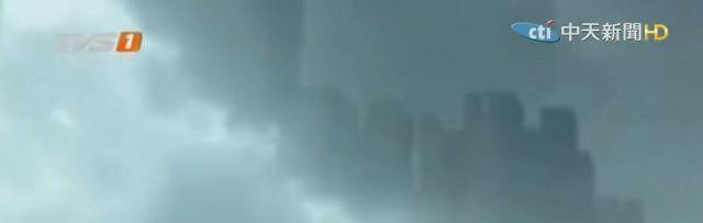 Parallel universum? Duizenden zien 'zwevende stad' in de lucht boven China - http://www.ninefornews.nl/parallel-universum-duizenden-zien-zwevende-stad-in-de-lucht-boven-china/