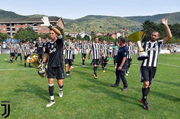 "6,027 Likes, 6 Comments - @abangbola on Instagram: ""Upacara tradisi tahunan, perlawanan Juventus Senior vs Juventus Junior. sambil sesi beramah mesra…"""
