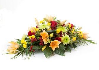 Nouveau: faites livrer des fleurs pour un deuil grâce à notre partenariat avec le réseau Artisans Fleuristes de France et Jean-Louis Anxoine Meilleur Ouvrier de France.  Cette raquette aux couleurs orangées est parfaite pour apporter un petit peu de couleur dans ce moment douloureux. #LivraisonFleurs #BouquetdeFleurs #BouquetdeRose #FleursPasCher