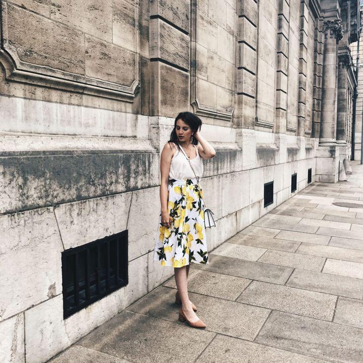 Dolce Gabbana Feeling with thsi cute Sisjuly skirt http://www.haileighandjamie.com/2017/06/dolce-gabbana-feeling-sisjuly.html #haileighandjamie #lemonskirt #sisjuly #chic