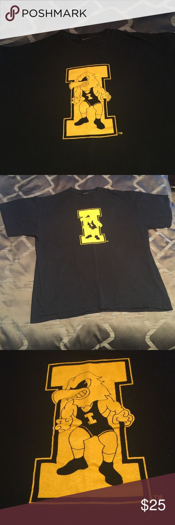 IOWA Hawkeye Wrestling T-shirt In excellent condition. Tag is missing, underarm to underarm is approximately 22.5 inches. Would say it's a large or X-Large. Top to bottom is 26.5 inches. Brand is unknown. Gildan Shirts Tees - Short Sleeve