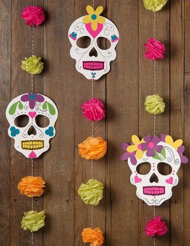 DIY Halloween Day of the Dead garland Diy Halloween Garland, Fall Halloween, Halloween Crafts, Holiday Crafts, Halloween Decorations, Halloween Party, Mexican Halloween, Diy Mexican Decorations, Adornos Halloween