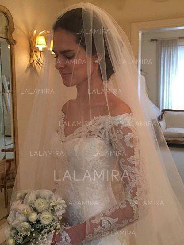 4851c76a0f7 Sexy Off-The-Shoulder Sheath/Column Wedding Dresses Court Train Lace ...