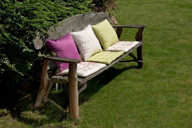 Spring in the garden. #dekoriapl #garden #spring #decorations #inspirations #pillows #chairs #table #lovley