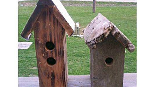 Make your own rustic decoration birdhouse from scrap wood using these step-by-step directions from Mother Nature. Instead of letting scrap wood go to waste, this DIY produces creations that are the perfect addition to your springtime décor.
