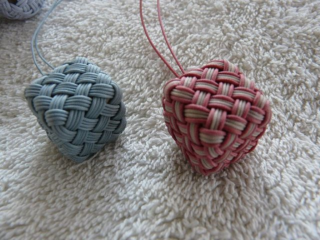 Globe Knots Over Cubes