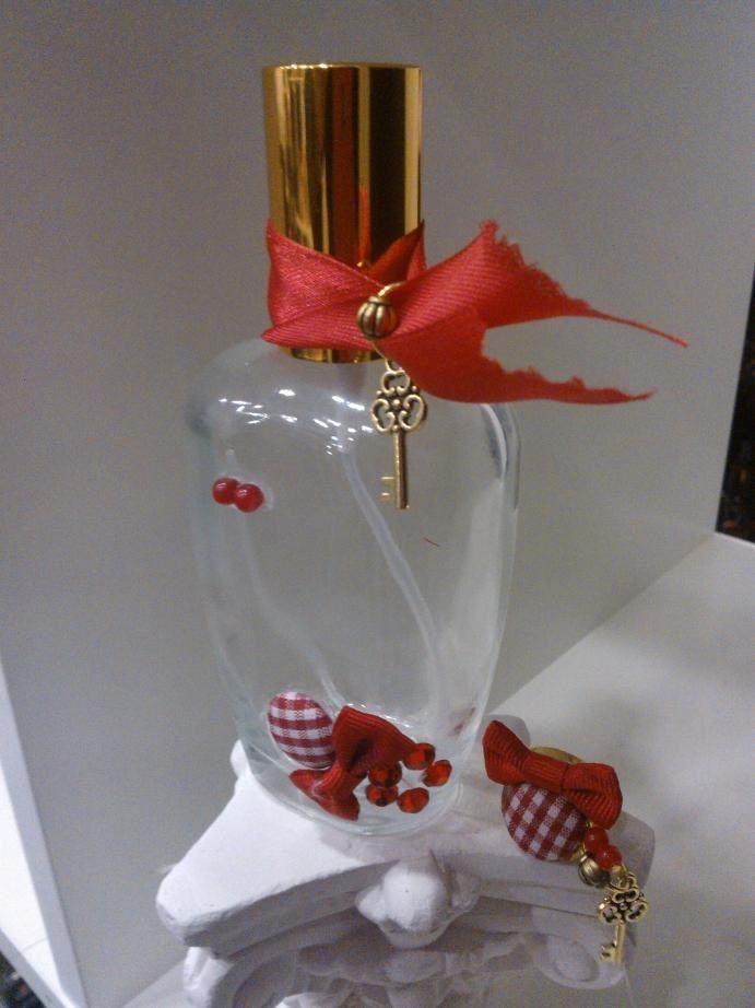 Nos encanta este frasco diseñado para una de nuestras más jóvenes clientas. A Maria le ha encantado, llevara un perfume con toques de menta y albahaca #diseñatuperfume #diseño #glamour #perfume