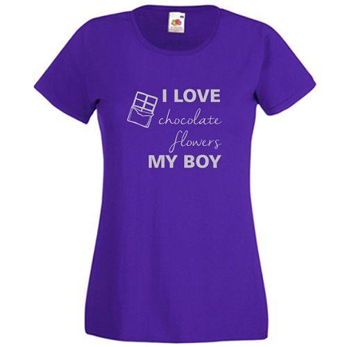 I love my boy       Ce ii place ei: ciocolata, florile, si, cel mai important, prietenul ei. Daca doriti alt text, scrieti-ne la observatiile comenzii.
