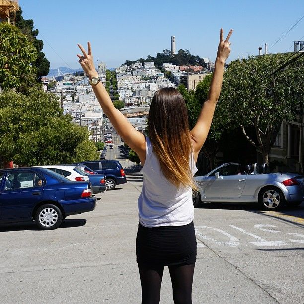 In the streets of San Francisco ✌️☀ #me #topofthehill #travel #sanfrancisco #lombardstreet #outfit #ombre #sun #summer #city #goodtime #california