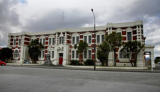 Old building, Hokitika, West Coast, New Zealand by brian nz (is away for a while: Merry Xmas all!), via Flickr. This is the Seddon House.