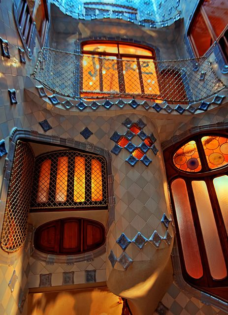 Casa Batllo, Barcelona, Spain. 1904-6. Antoni Gaudi.                                                                                                                                                      Más