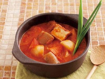 ジャパニーズ・ミネストローネ レシピ 講師はグッチ 裕三さん 和の素材でミネストローネ。仕上げの生クリームでまろやかに。トマトジュースだけで煮るのがポイント。