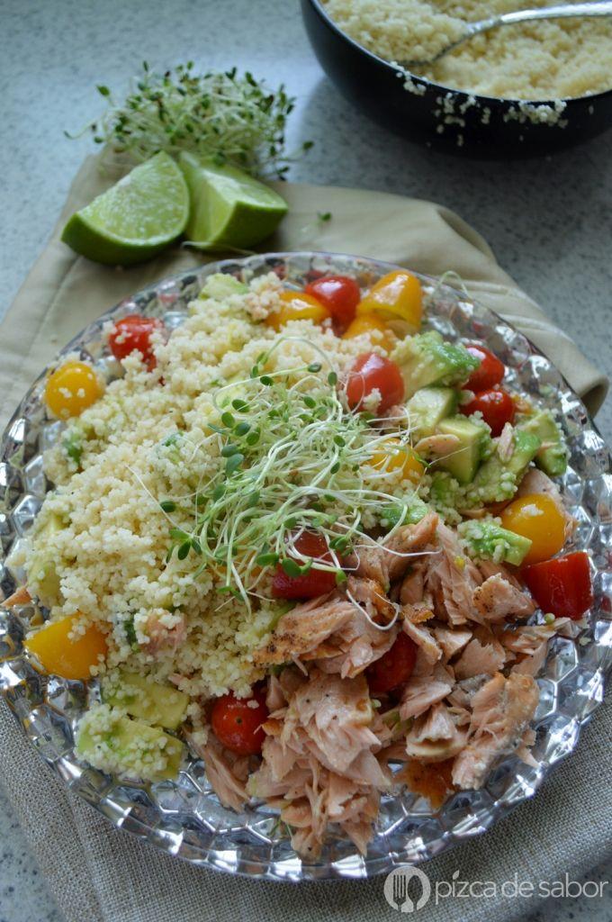 Salmón con ensalada de cous-cous / cuscús   Cómo cocinarlo   http://www.pizcadesabor.com