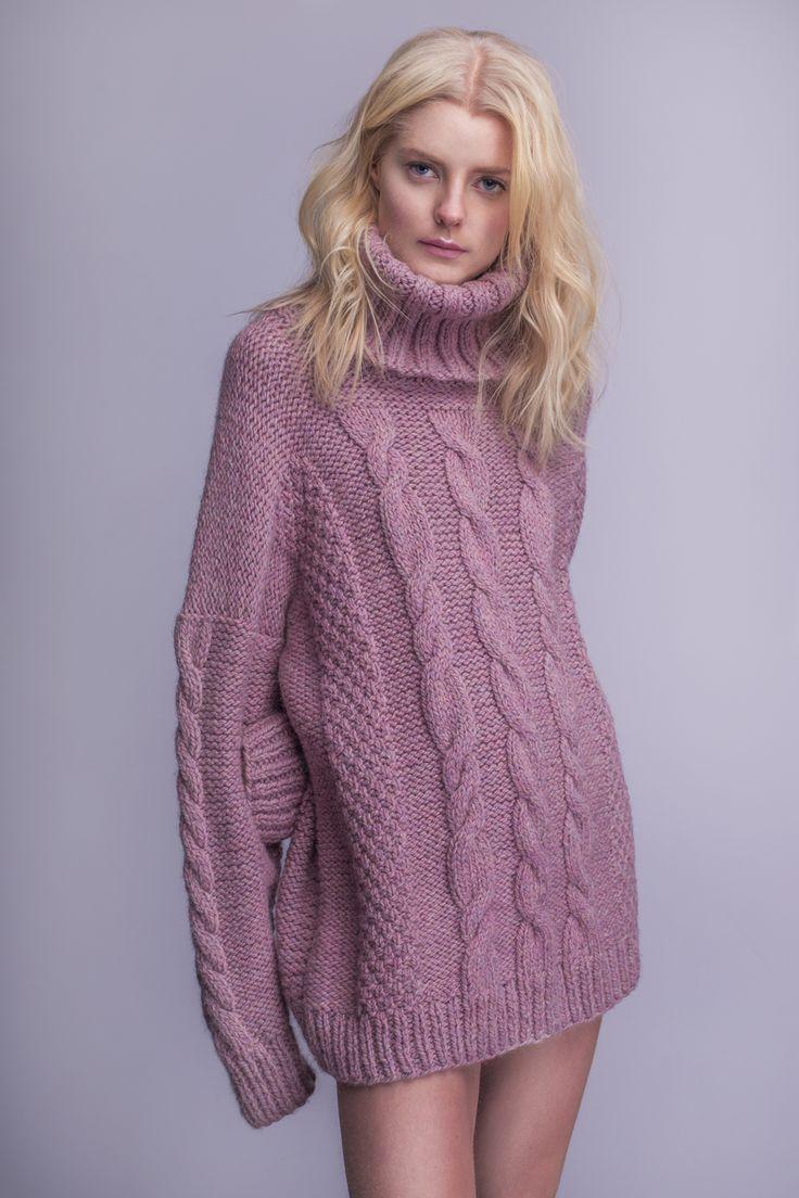 Karolina Scipniak / @karolina.scipniak  #knitwear #sweater #pinksweater #wool #fw