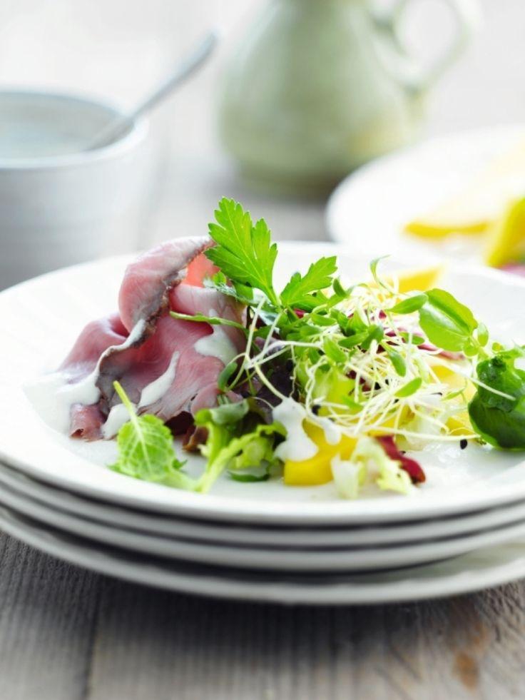 Salade met rosbief en mieriksdressing http://njam.tv/recepten/salade-met-rosbief-en-mieriksdressing