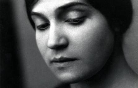 In occasione della mostra a casa Cavazzini in Udine, voglio ricordare questa grandissima fotografa, una donna ''in anticipo'' rispetto ai suoi tempi.