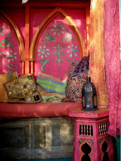 Nook painted with pink and orange, Moroccan table