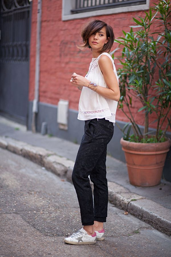 Summery and casual. White top, black pants and sneakers. Love it? Via Zoé Alalouch Top: Mango, Pants: H&M, Sneakers: Golden Goose