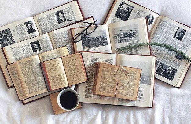 No niegas las ventajas de los libros electrónicos, simplemente prefieres los impresos. | 18 Cosas que solo entienden quienes prefieren leer libros impresos
