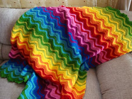 Love this Rainbow Ripple blanket. Love how she has mixed the colours!